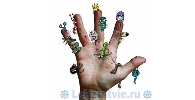 Передается через грязные руки